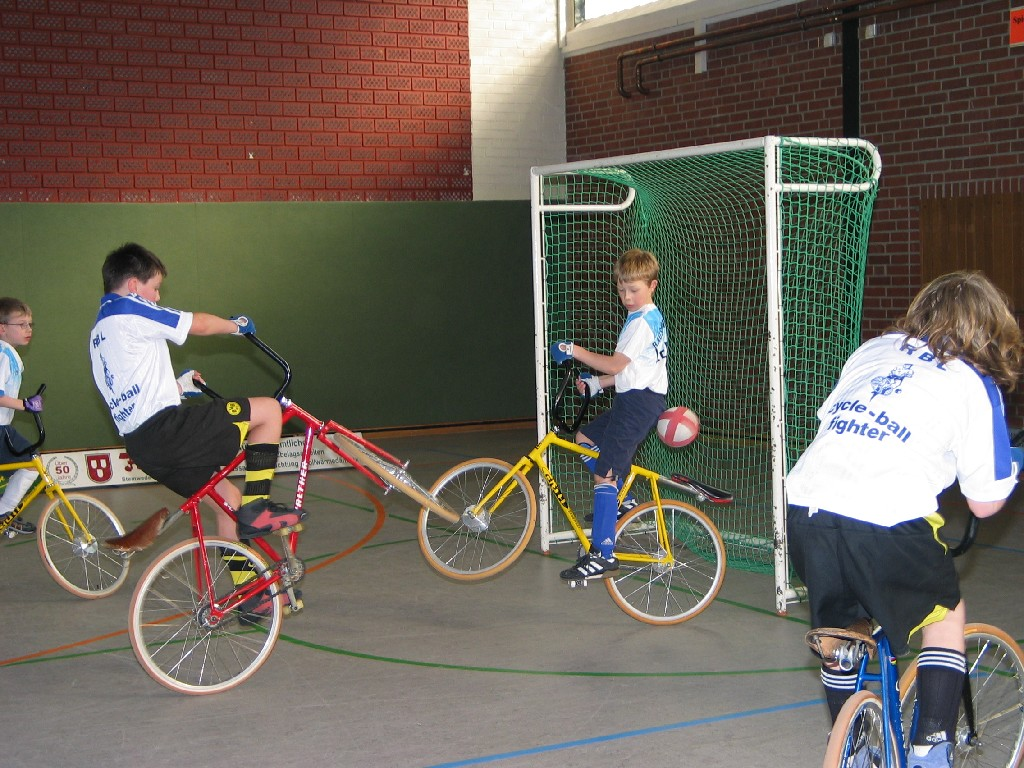 Велобол или Cycleball, игра на велосипед в мяч, велодисциплина Cycleball, вид спорта Cycleball