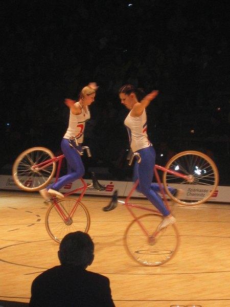 Художественный велоспорт, трюки на велосипеде