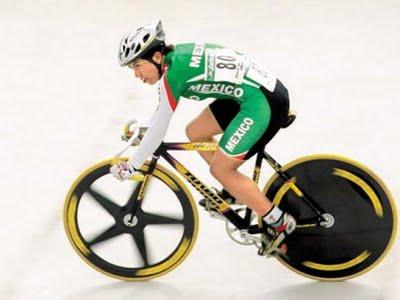 Женщина и велосипед, женщина на велосипеде, велосипед для женщин