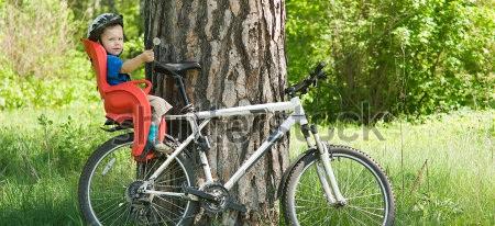 С ребёнком на велосипеде.
