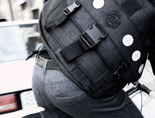 Курьерская сумка - модный аксессуар.
