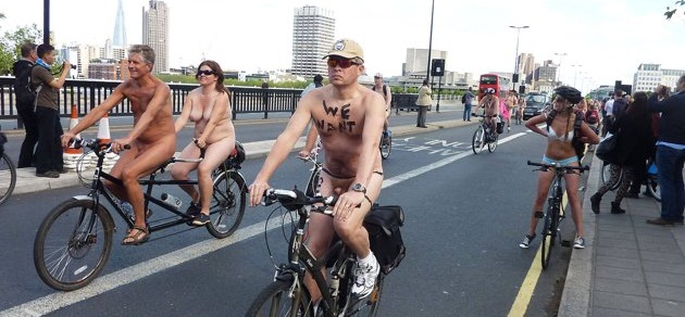 Голые велосипедисты. World Naked Bike Ride Day.