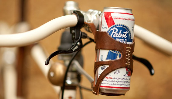 Кожаные аксессуары для велосипеда.