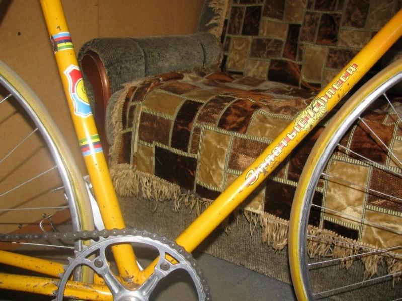 """Призовой велосипед """"Золотые колёса""""."""