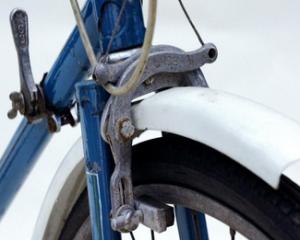 Использование переднего тормоза велосипеда
