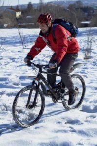 Как велосипедисту одеваться зимой?
