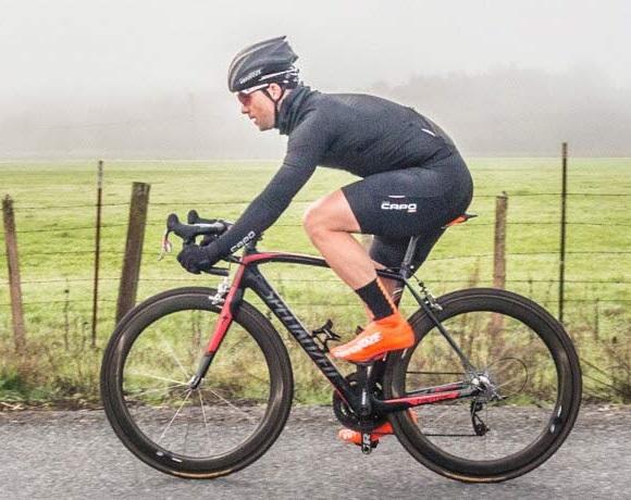 Чехол для велошлема из прорезиненного материала подходит к любому шлему