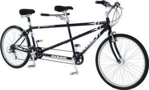 Тандем, велосипед для двоих, езда вдвоем