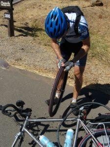Прокол колеса велосипеда, как избежать прокола колеса на велосипеде.