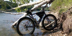 Преодоление водной преграды на велосипеде.