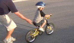 Учимся кататься на велосипеде.