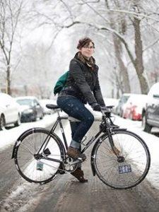 Как велосипедисту согреть ноги?