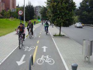 В России будет введен штраф для владельце авто за парковку на велодорожке
